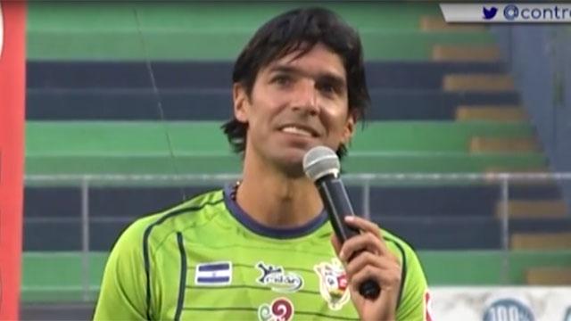 """""""Espero ser un Loco como tú"""": la presentación de Abreu en El Salvador"""