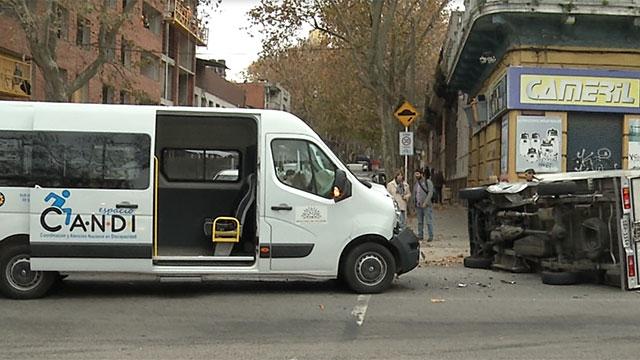 Camioneta para discapacitados se accidentó el día de su inauguración