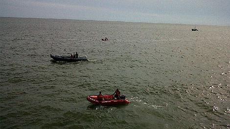 Continúa la búsqueda del tripulante que cayó al Río de la Plata