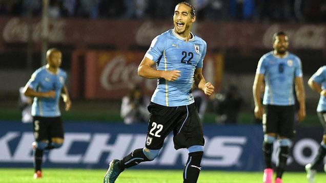 La mejor revancha: Uruguay goleó 3-0 a Chile y quedó segundo con 9 puntos