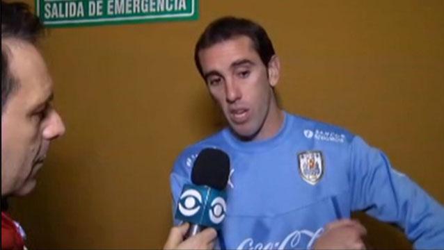 """""""Llegaron los dos goles por errores defensivos"""", señaló Tabárez."""