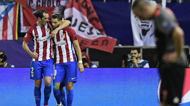 Godín sufrió esguince de tobillo izquierdo y generó alarma en Uruguay