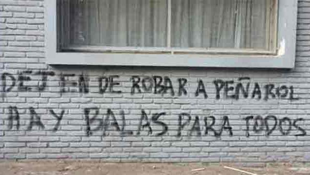 Oficialmente, Peñarol repudió las amenazantes pintadas frente a la AUF