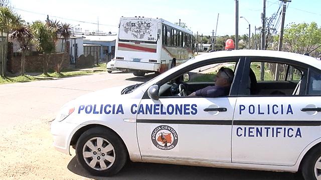 Haciéndose pasar por policías, les coparon la casa y secuestraron a su hijo