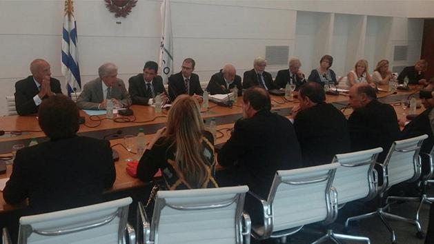 Gobierno envía hoy 9 proyectos al Parlamento; oposición conforme con diálogo