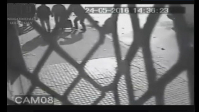 Indigna video que muestra ataque de dos rapiñeros a un septuagenario